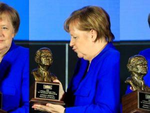 Merkel'e Fulbright Anlayış Ödülü