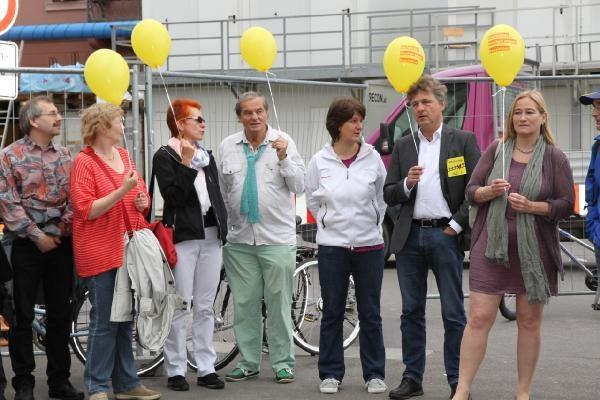 Almanya'da ırkçılığa karşı insan zinciri galerisi resim 1