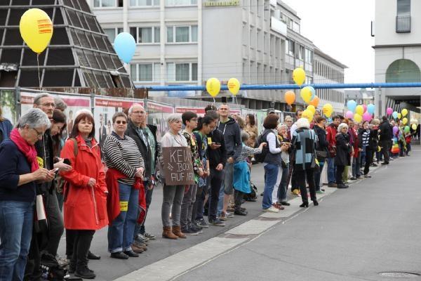 Almanya'da ırkçılığa karşı insan zinciri galerisi resim 2