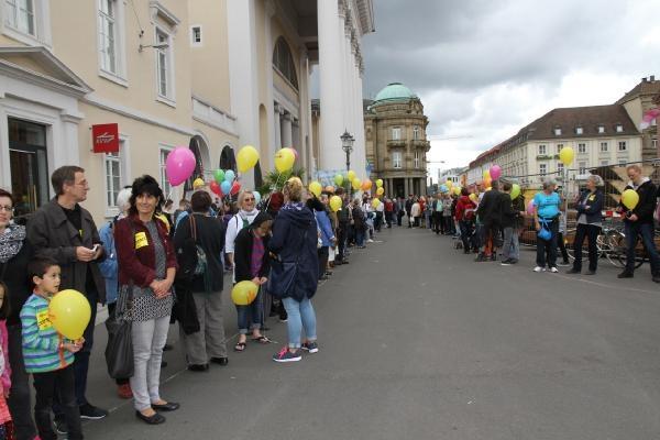 Almanya'da ırkçılığa karşı insan zinciri galerisi resim 3