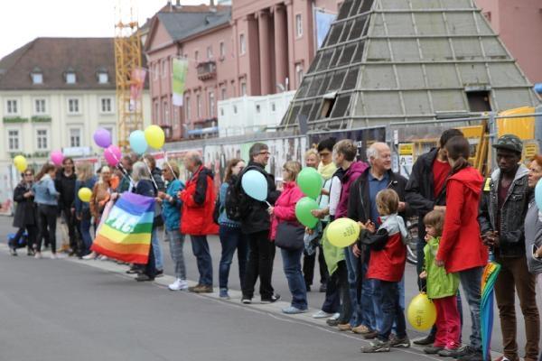 Almanya'da ırkçılığa karşı insan zinciri galerisi resim 4