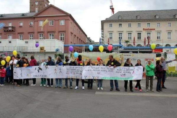Almanya'da ırkçılığa karşı insan zinciri galerisi resim 5