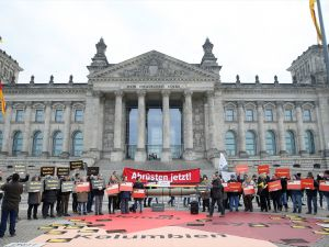 Almanya'nın silah ihracat politikası protesto edildi