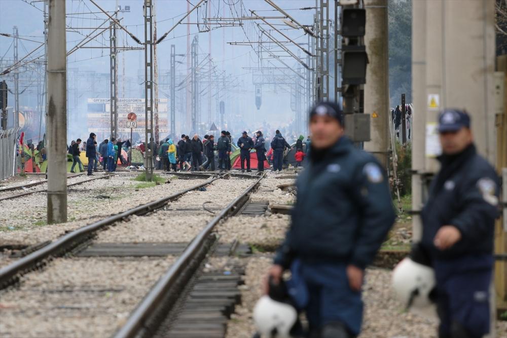 Mültecilerden çağrı: Merkel bizi kurtar galerisi resim 2