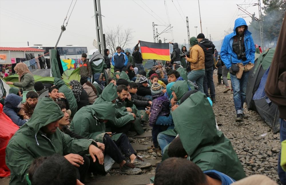 Mültecilerden çağrı: Merkel bizi kurtar galerisi resim 3