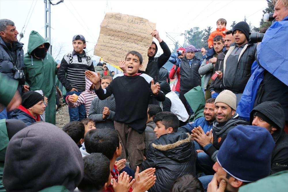 Mültecilerden çağrı: Merkel bizi kurtar galerisi resim 4