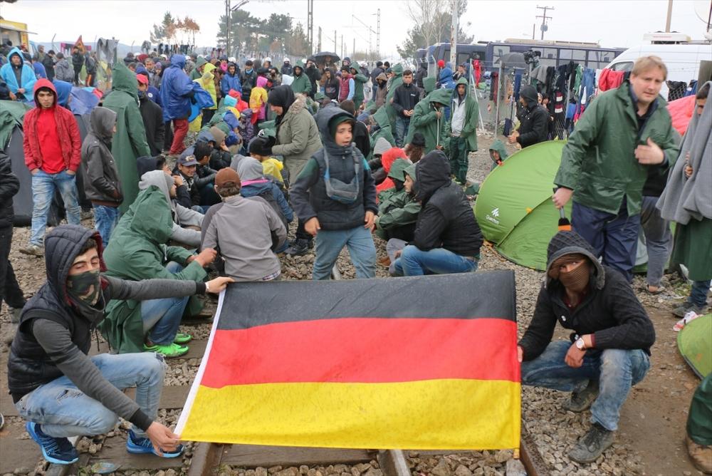 Mültecilerden çağrı: Merkel bizi kurtar galerisi resim 5