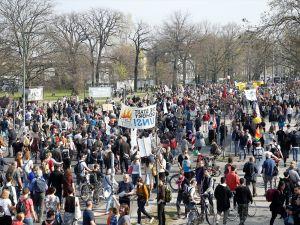 Almanya'daki kira artışı protesto edildi