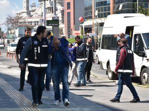 Gurbetçileri dolandıran kamu çalışanları yakalandı