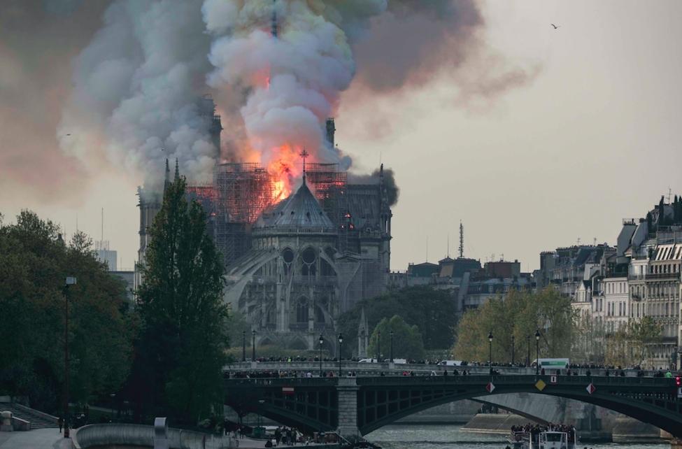 Notre Dame Katedrali'nde yangın galerisi resim 1