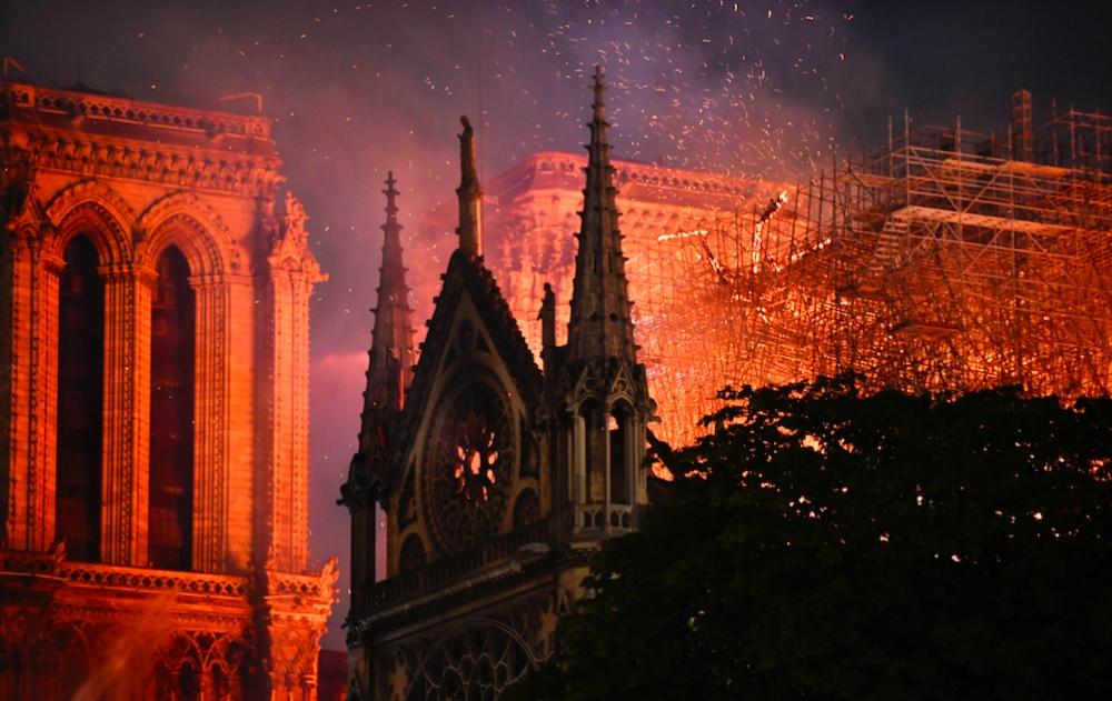 Notre Dame Katedrali'nde yangın galerisi resim 10