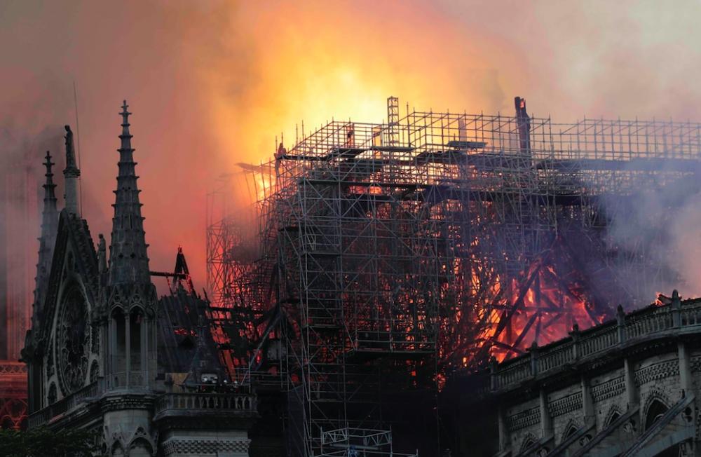 Notre Dame Katedrali'nde yangın galerisi resim 3