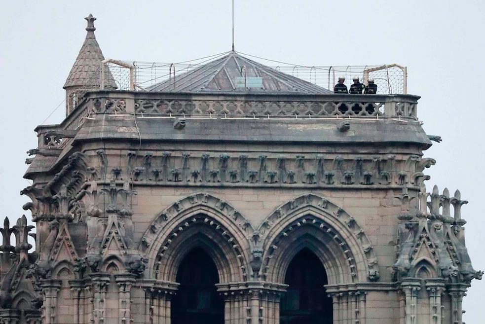 Notre Dame Katedrali'nde yangın galerisi resim 8