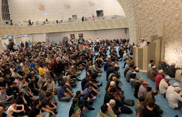 Almanya'da Müslümanlar camilere akın etti galerisi resim 1