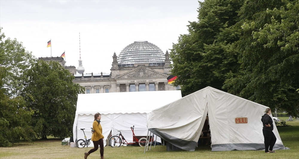 Alman çevreciler Başbakanlık önüne kamp kurdu galerisi resim 1