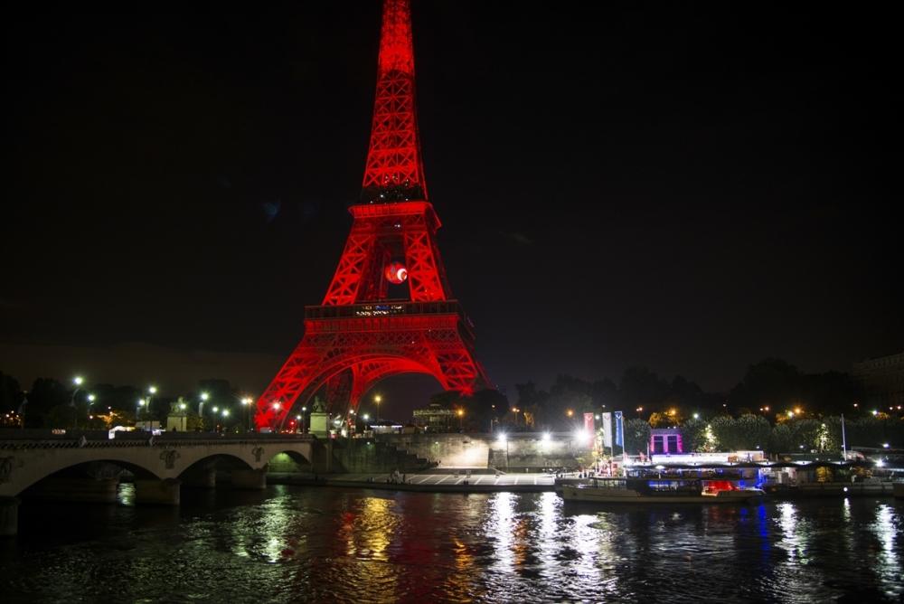 Eyfel Kulesi kırmızı beyaz galerisi resim 1