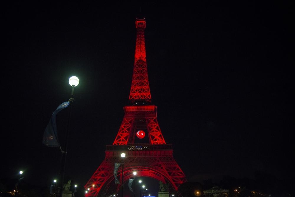 Eyfel Kulesi kırmızı beyaz galerisi resim 2