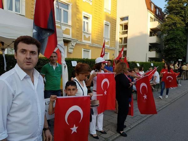 Münih'te İstanbul'daki terör saldırısı protesto edildi galerisi resim 2