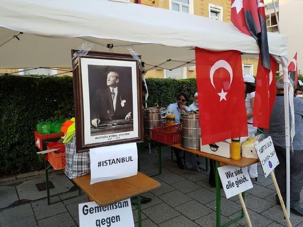 Münih'te İstanbul'daki terör saldırısı protesto edildi galerisi resim 4