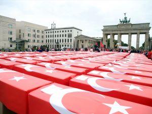 Berlin'de 251 tabutlu 15 Temmuz anması