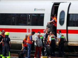 Frankfurt'ta dehşet: Anne ve çocuğunu trenin önüne itti