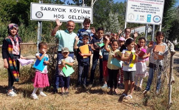 Eşekle köyleri gezerek çocuklara kitap dağıttı galerisi resim 1