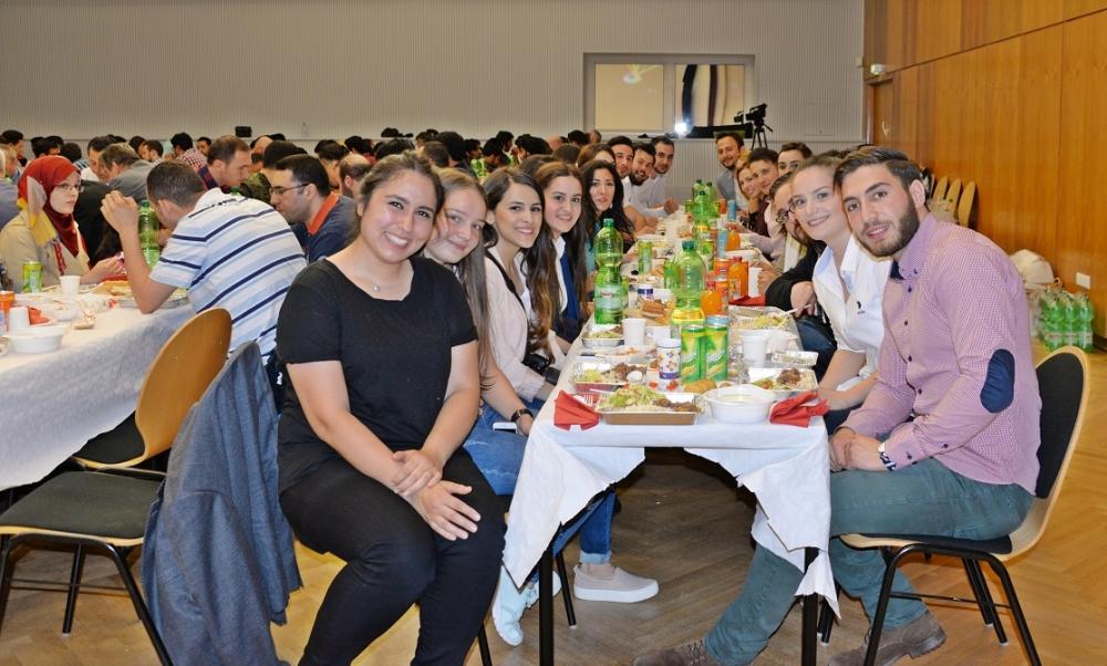 Türk Üniversiteliler Derneği'nden iftar galerisi resim 1