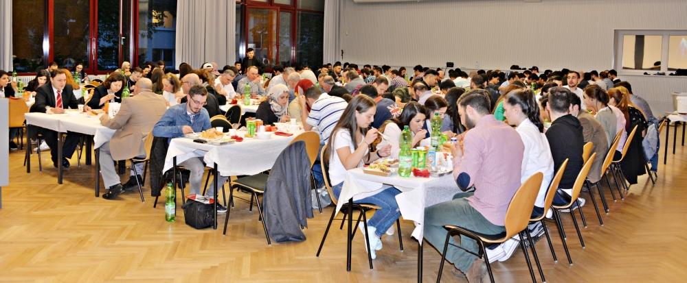 Türk Üniversiteliler Derneği'nden iftar galerisi resim 5