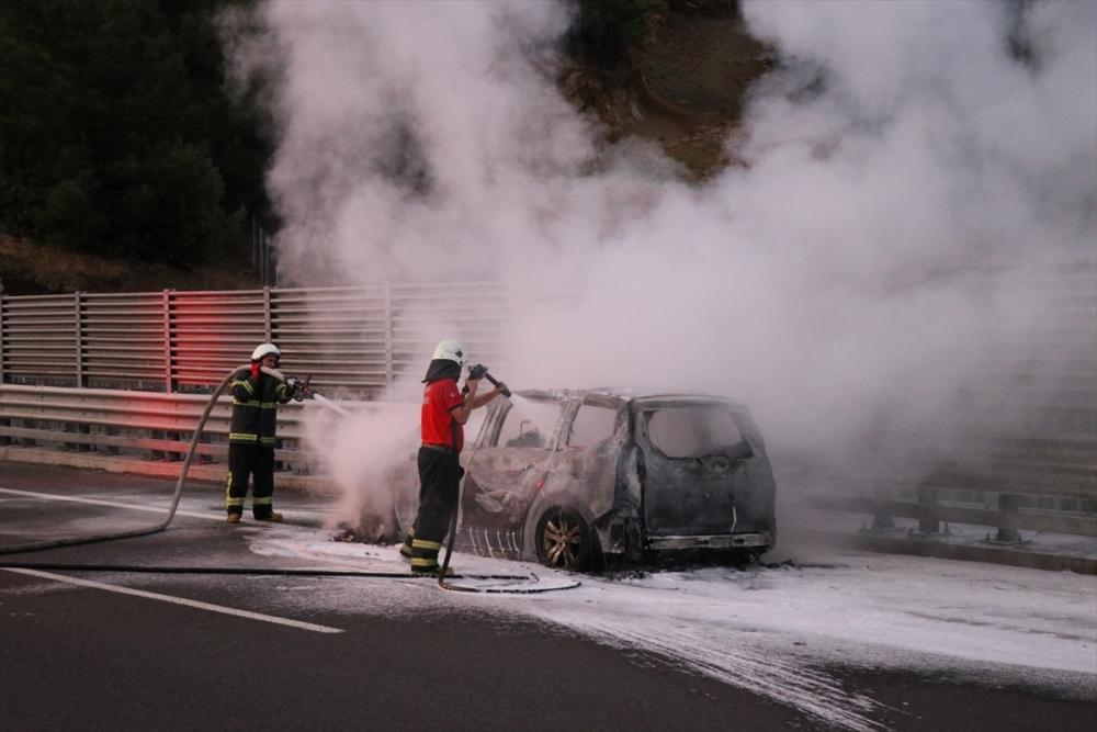 Gurbetçi ailenin otomobili kül oldu galerisi resim 2