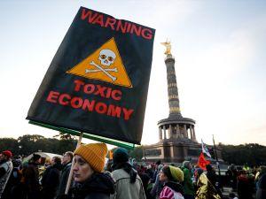 Çevreciler, Alman hükümetini protesto etti