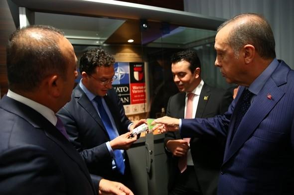 Erdoğan, Bulgar bakana sigarayı bıraktırdı galerisi resim 3