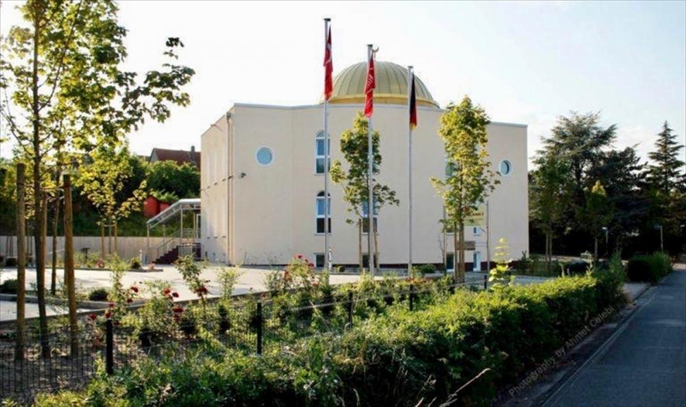 Almanya'da bir cami ve lokale saldırı galerisi resim 1