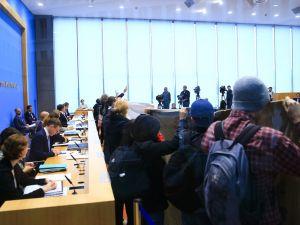 Barış Pınarı karşıtları basın toplantısını bastı