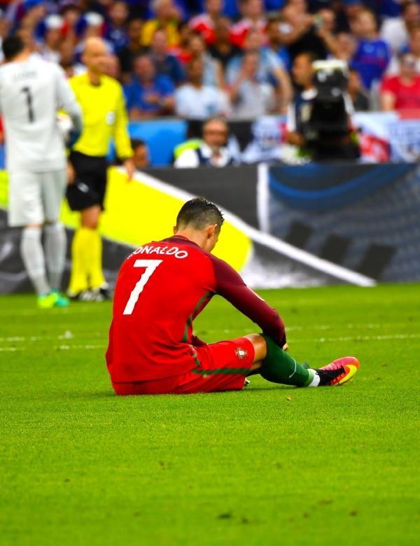 Ronaldo gözyaşları içinde sahayı terk etti galerisi resim 1