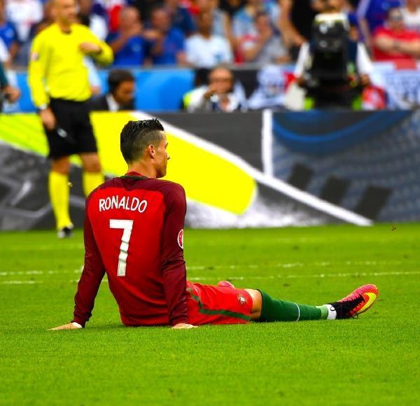 Ronaldo gözyaşları içinde sahayı terk etti galerisi resim 2
