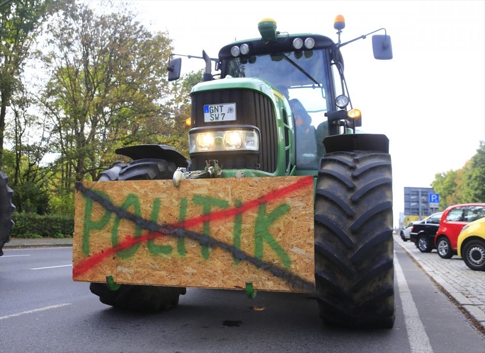Alman çiftçiler hükümeti protesto etti galerisi resim 1