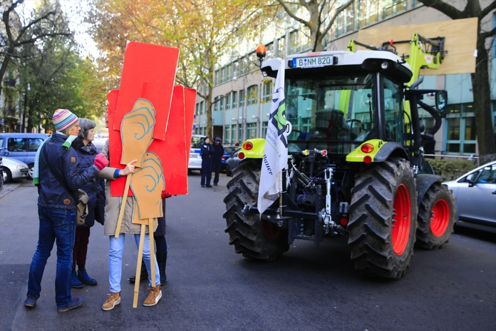 Çiftçilerden Alman hükümetine dava galerisi resim 1