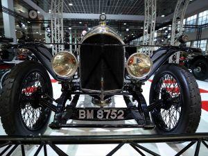 Klasik otomobil tutkunları fuara akın etti