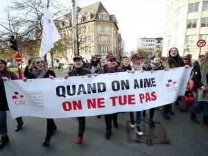 Brüksel'de kadına karşı şiddet protesto edildi