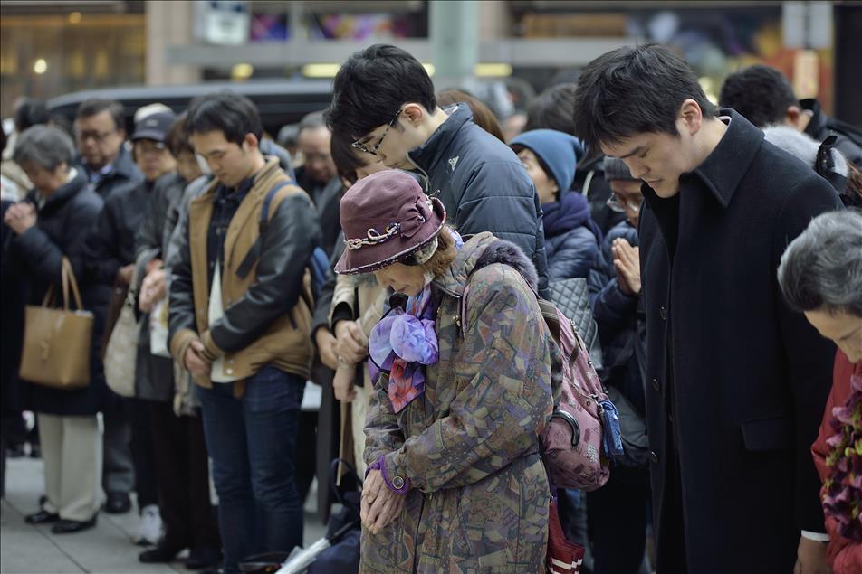 Japonya, Tohoku depreminin kurbanlarını anıyor galerisi resim 3