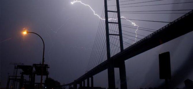 Almanya'da yoğun yağış hayatı olumsuz etkiledi