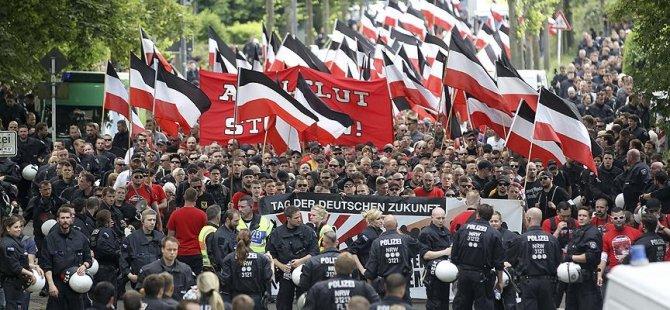 150 avro taksitle Nazi selamı