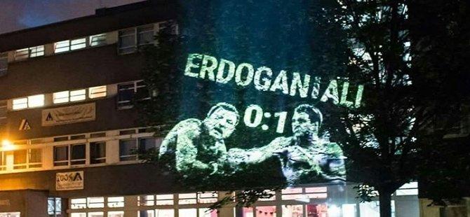 Berlin'de Erdoğan vs Muhammed Ali projeksiyonu