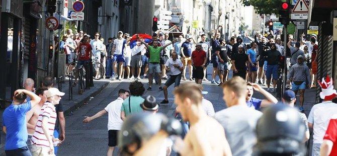 UEFA'dan Rusya ve İngiltere'ye diskalifiye uyarısı
