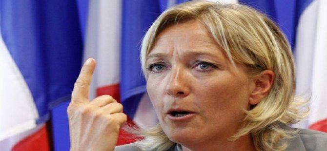 Le Pen başörtüsü takmayı reddetti