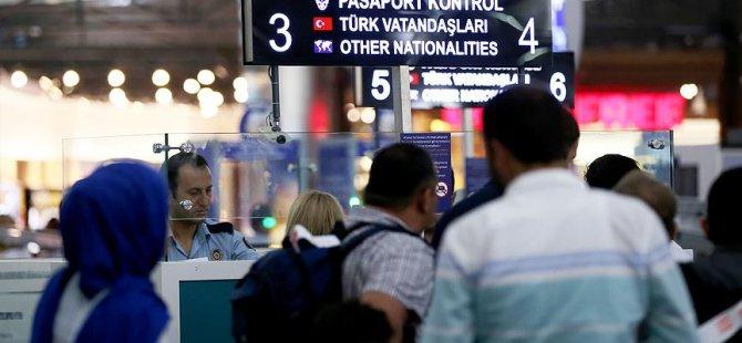 Bir yılda 137 bin kişi ülkeyi terk etti