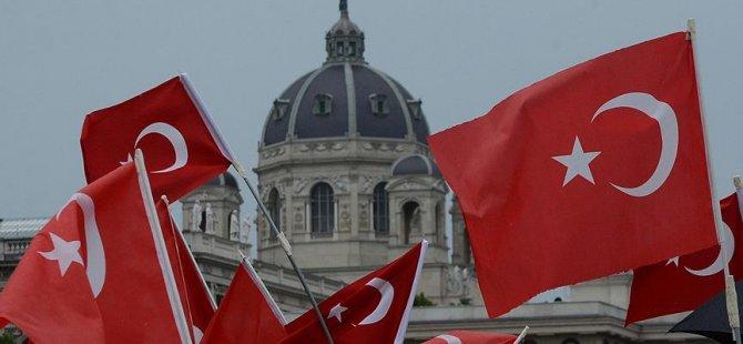 Avusturya'da Türk kökenliler parti kurdu