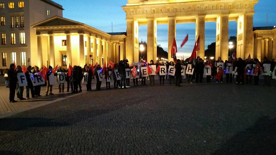 CHP Berlin'den insan zinciri