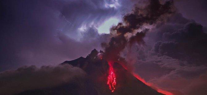 Sinabung Yanardağı çevresinde kırmızı alarm