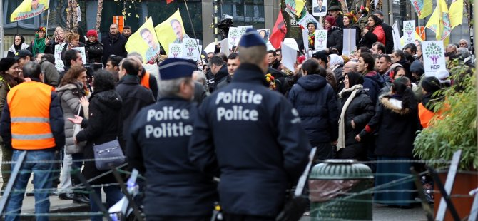 PKK yandaşlarından AB Konseyi'nin önünde protesto